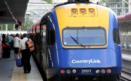 CountryLink train at Roma